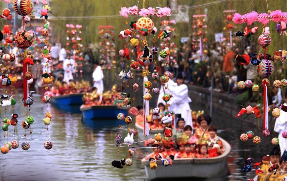 Muñecas colgantes o Tsurushibina del Hinamatsuri