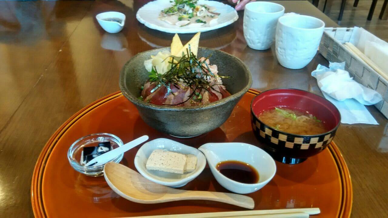 Sashimi de atún con arroz de Takayama imagen 2