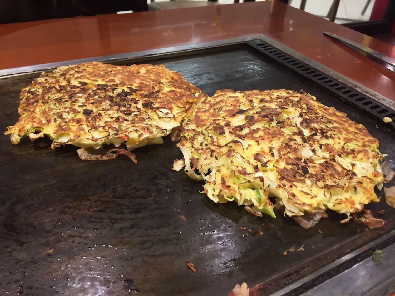 Okonomiyaki, uno de los 13 platos típicos de Japón