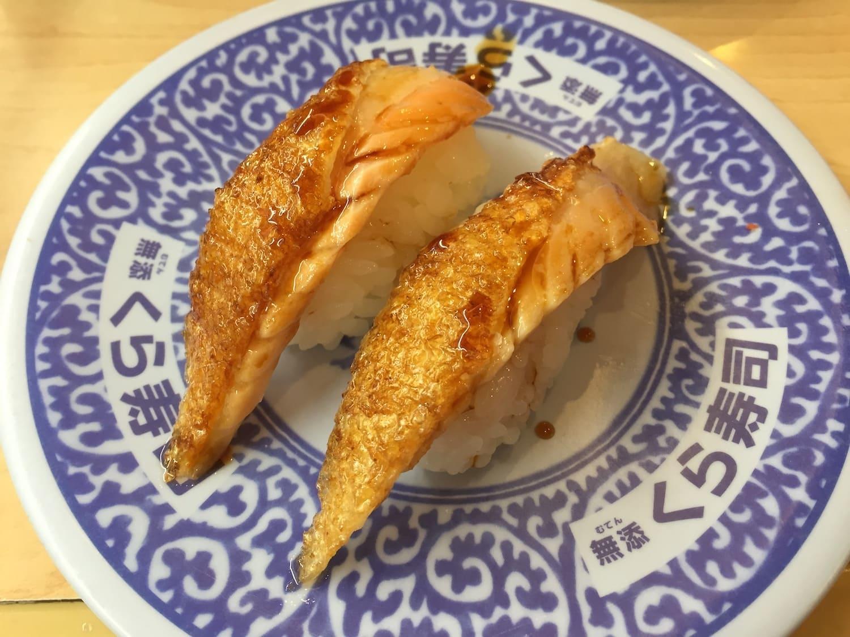 Sushi de salmón frito, uno de los 13 platos típicos de Japón