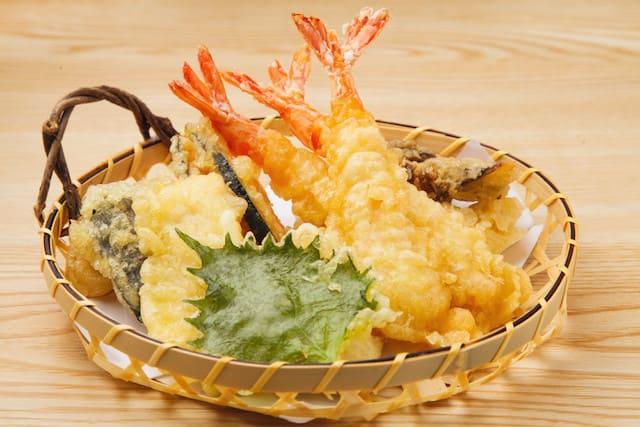 Tempura de marisco y verdura, uno de los 13 platos típicos de Japón