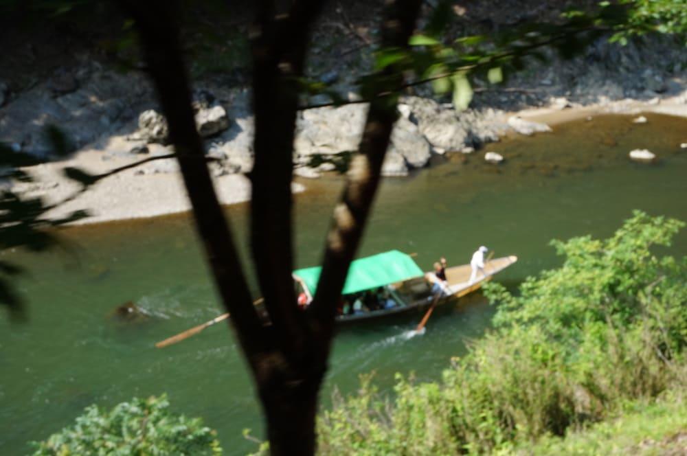 Barca del crucero por el río Hozugawa