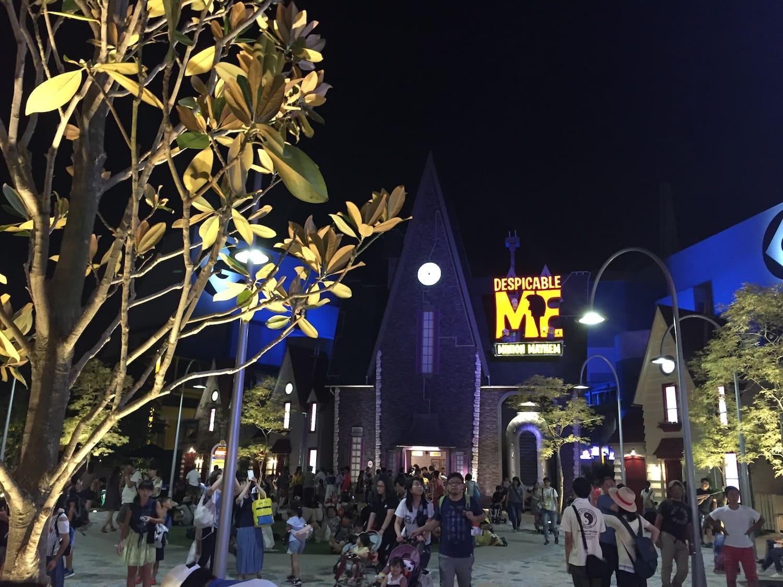 Zona de Los Minions de noche del Universal Studios Japan